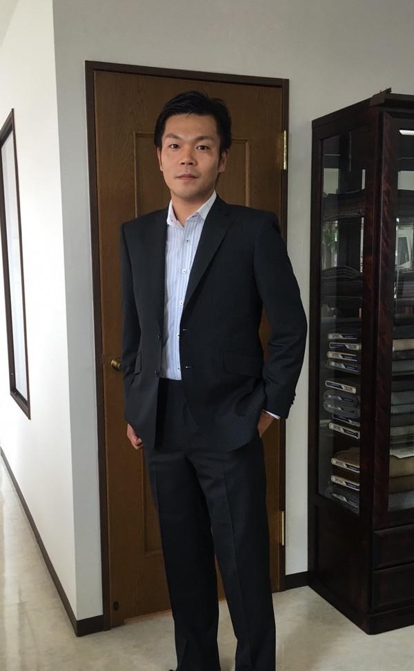 【神奈川県横浜市在住 山方隆士さま】国産生地で二つ釦シングルスーツをお仕立て