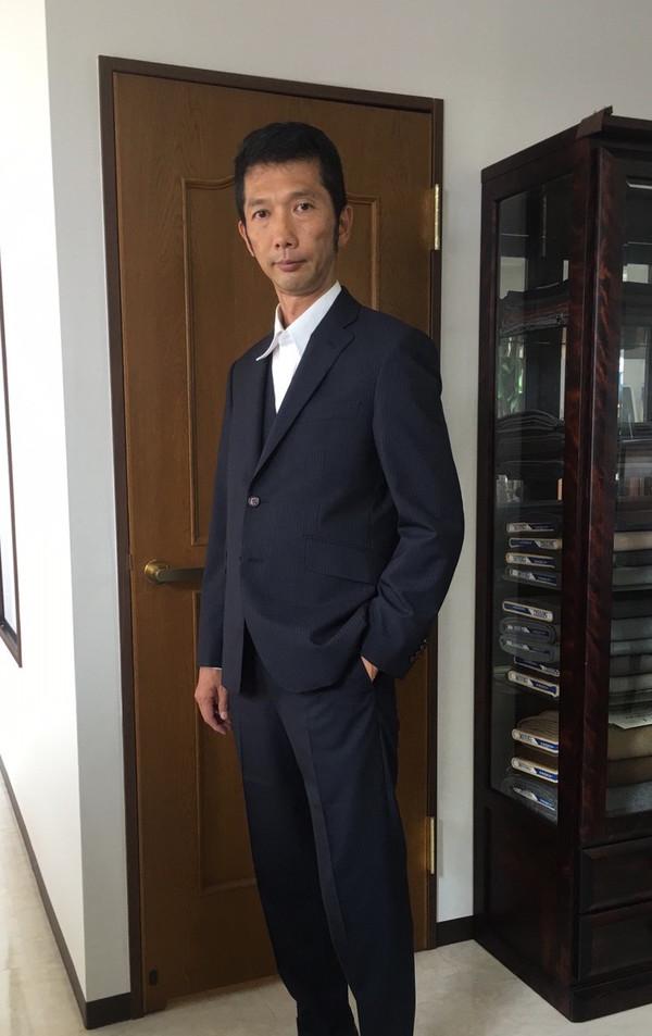 【東京都杉並区在住 TSさま】国産生地で二つ釦シングルスーツをお仕立て