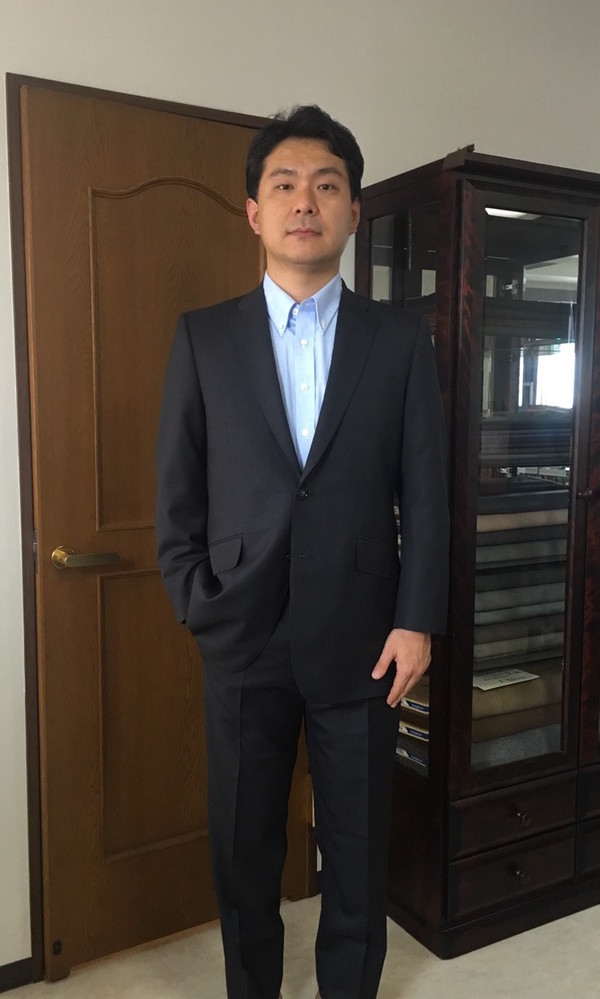 【東京都武蔵野市在住  HNさま】T.G.FABIO(伊)の生地で二つ釦シングルスーツをお仕立て