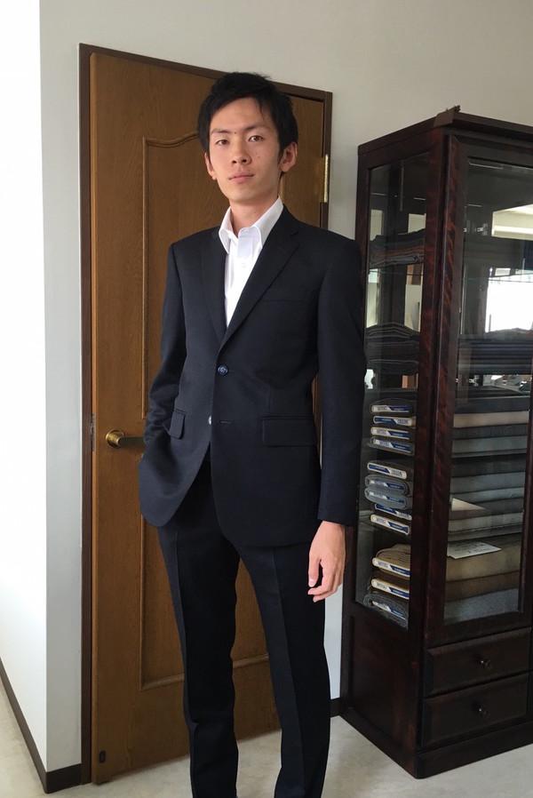 【神奈川県横浜市在住 TSさま】国産生地で二つ釦シングルスーツをお仕立て