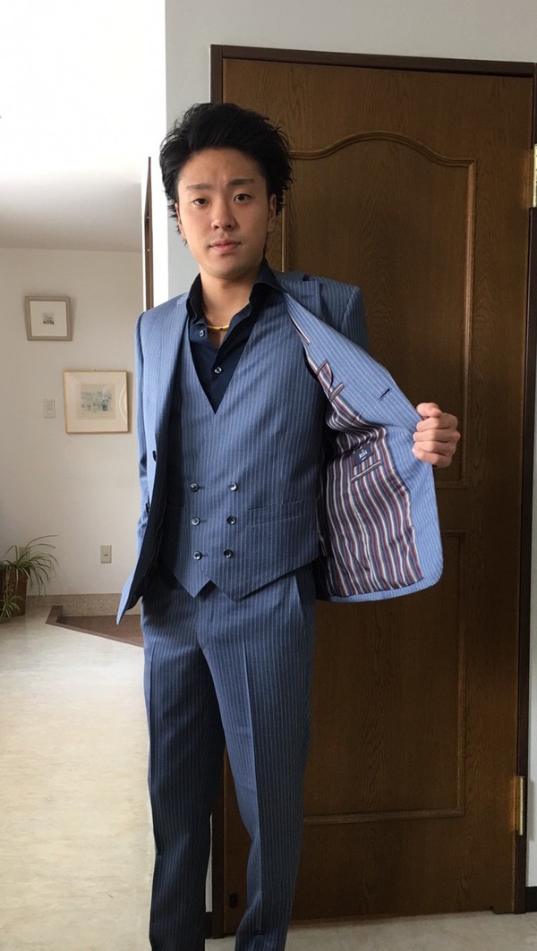 【東京都練馬区在住 廣瀬将さま】レダ社(伊)製生地で二つ釦シングル三揃いスーツをお仕立て