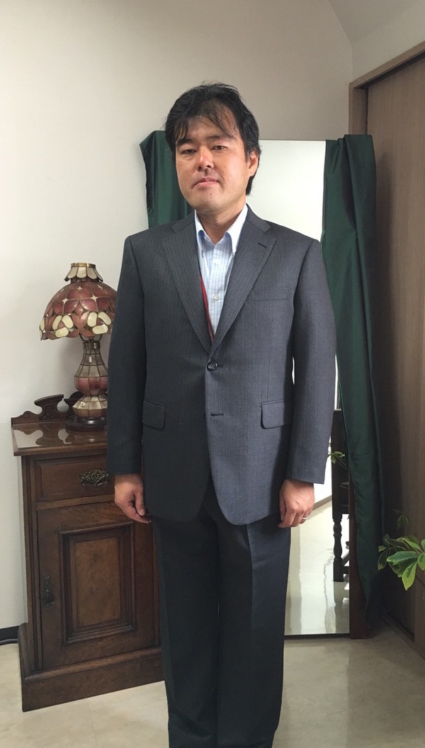 【東京都千代田区在住 DSさま】国産生地で二つ釦シングルスーツをお仕立て