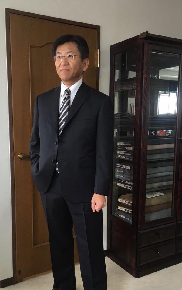 【東京都新宿区在住 HKさま】国産生地で三つ釦段返りシングルスーツをお仕立て