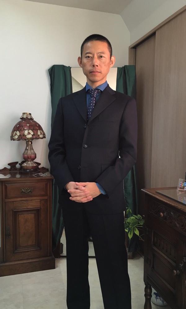 【東京都中野区在住 片山和行さま】アーサーハリスン社(英国)製生地で三つ釦シングルスーツをお仕立て