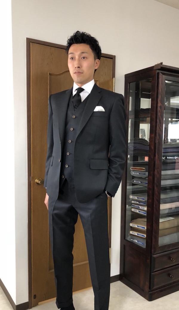 【埼玉県白岡市在住 切山雄樹さま】国産生地で二つ釦シングルスーツをお仕立て