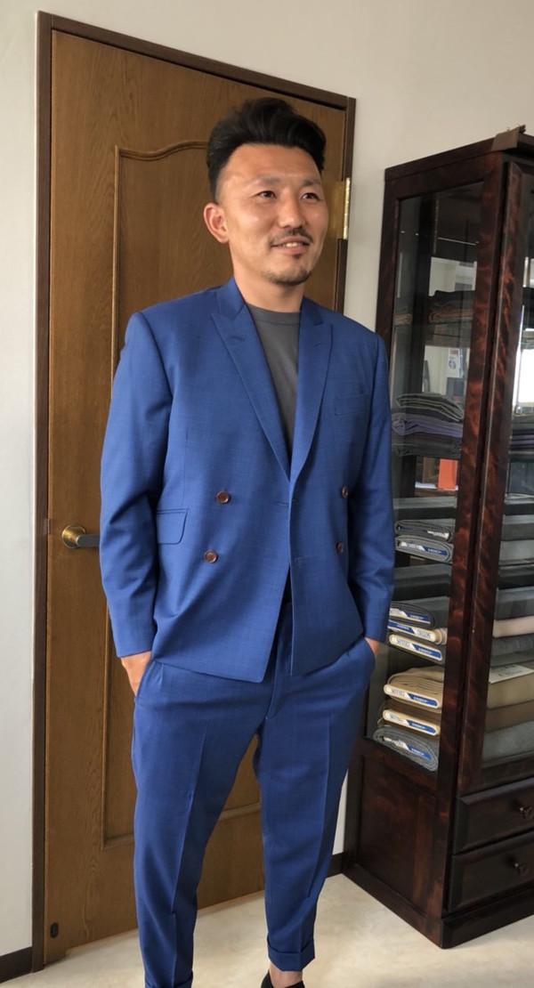 【東京都練馬区在住  YOさま】イタリー製(ノンブランド)生地で4つ釦二つ掛けダブルスーツをお仕立て
