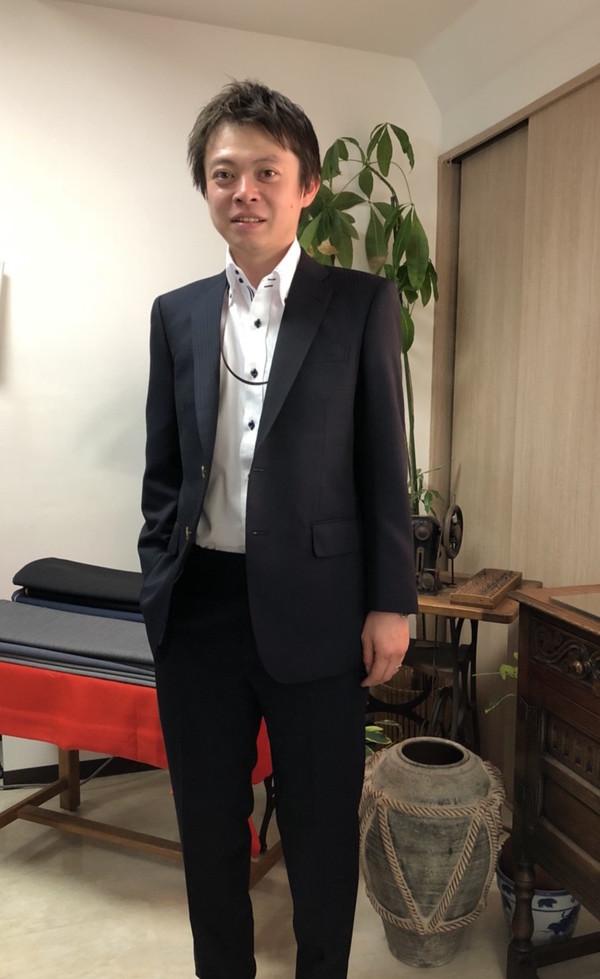 【東京都新宿区在住   相原徹さま】国産生地でスペアパンツ付き二つ釦シングルスーツをお仕立て