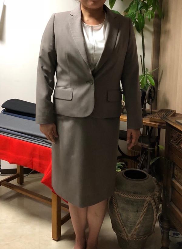 【東京都練馬区在住  NKさま】国産生地で一つ釦シングル・レディススーツをお仕立て