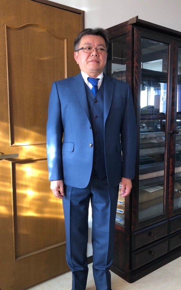 【東京都立川市在住   外川信幸さま】国産生地で二つ釦シングル三揃スーツをお仕立て