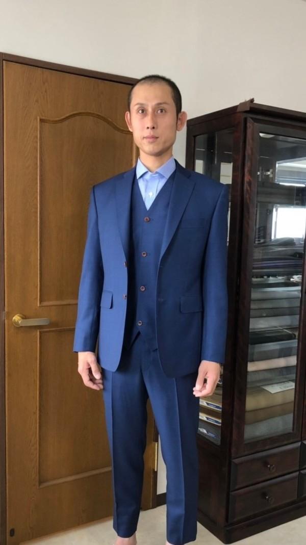 【東京都練馬区在住 MAさま】カノニコ社(伊)製生地で二つ釦シングル三揃いスーツをお仕立て