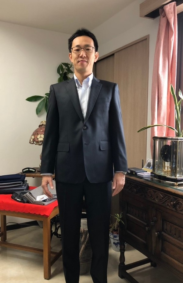 【東京都中野区在住  HSさま】レダ社(伊)製生地で二つ釦スペアパンツ付きシングルスーツ/ダロウデール社(英)製生地で二つ釦シングルスーツをお仕立て