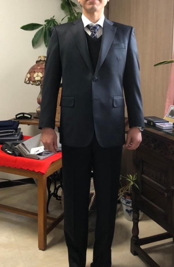 【東京都練馬区在住 塩田泰弘さま】レダ社(伊)製生地でスペアパンツ付き二つ釦シングルスーツをお仕立て