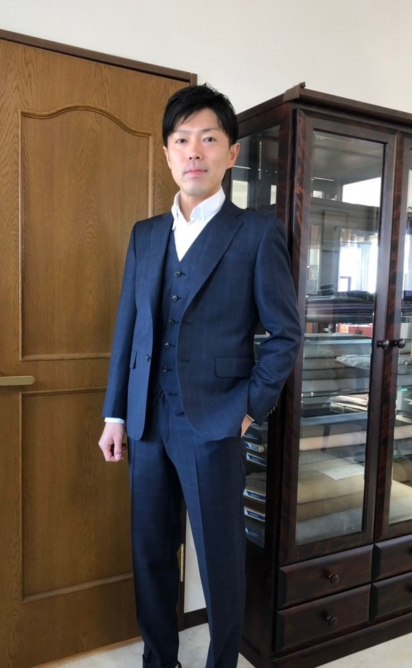 【東京都練馬区在住  TIさま】国産生地で二つ釦シングル三揃いスーツをお仕立て