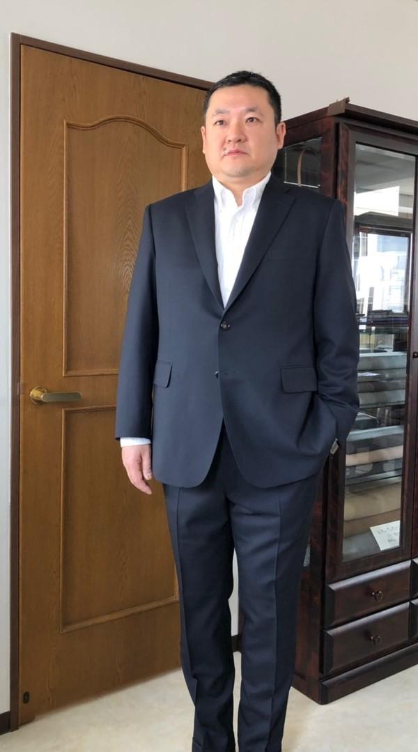 【東京都練馬区在住  KUさま】国産生地で二つ釦シングルスーツをお仕立て