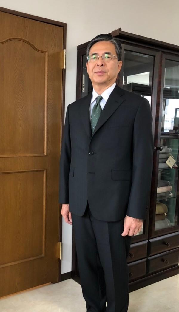 【東京都練馬区在住 YIさま】国産生地で三つ釦段返りシングルスーツをお仕立て