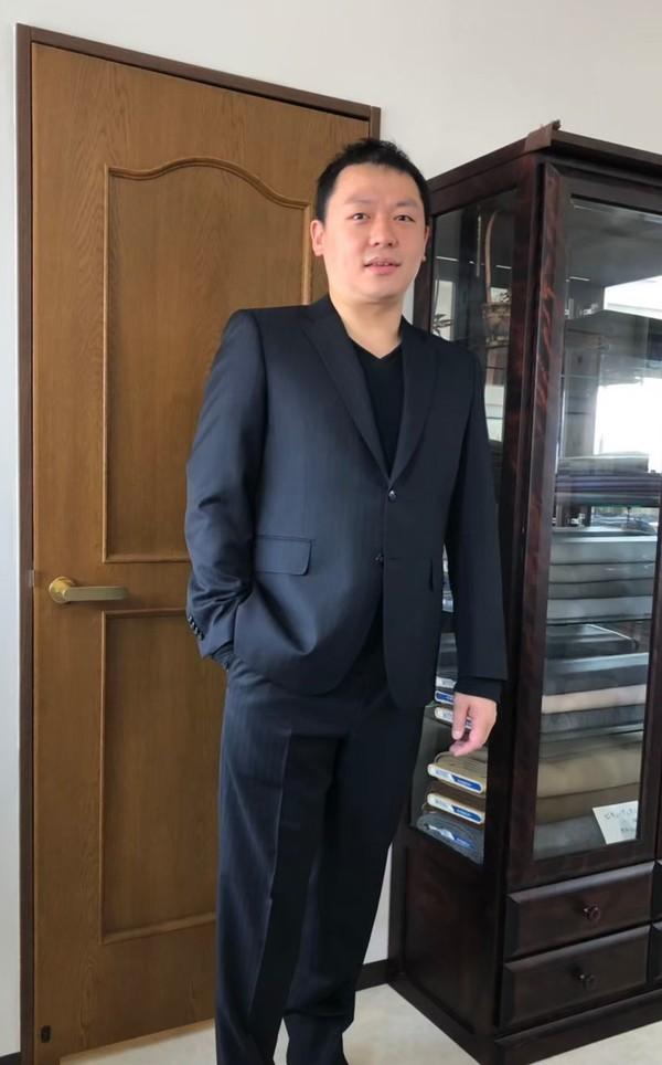 【東京都北区在住  HMさま】国産生地で二つ釦シングルスーツをお仕立て