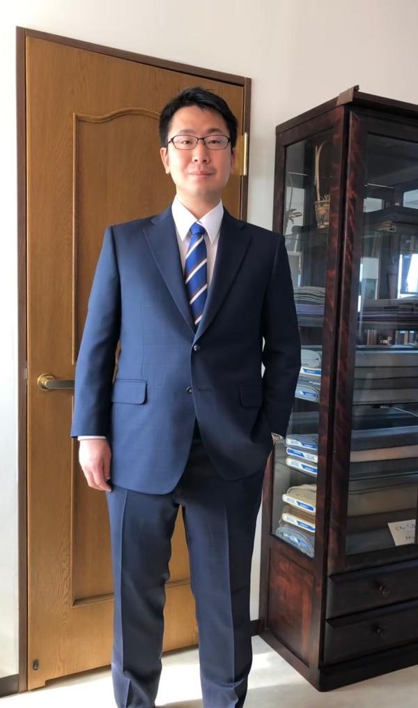 【東京都練馬区在住   荒井宏征さま】インポート生地で二つ釦シングルスーツをお仕立て