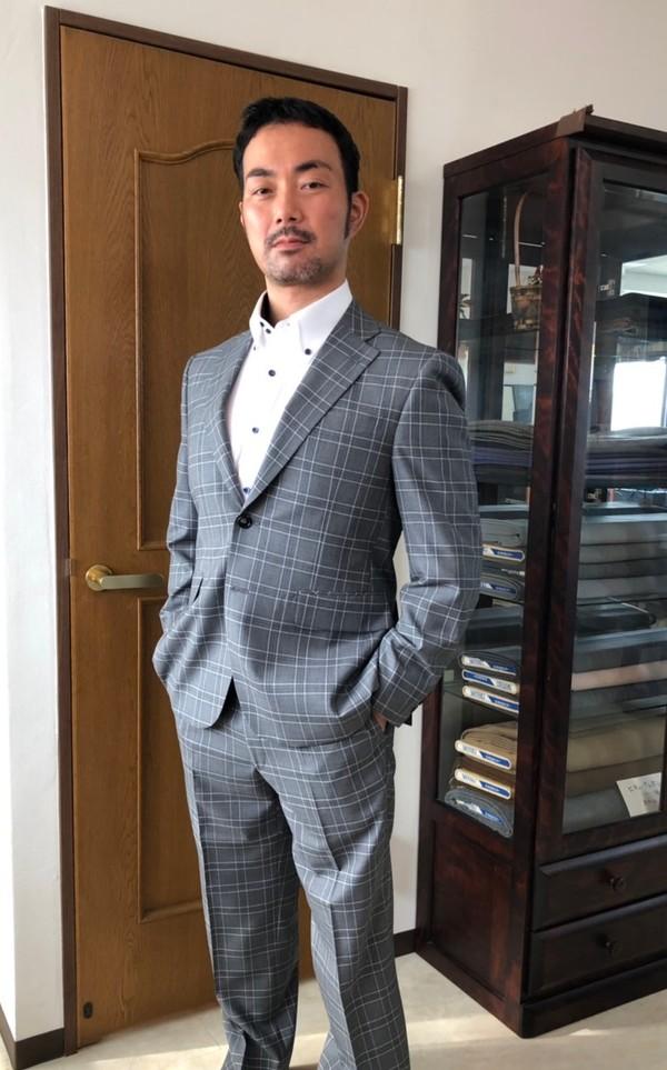 【東京都練馬区在住  ASさま】インポート生地(英)で二つ釦シングルスーツをお仕立て
