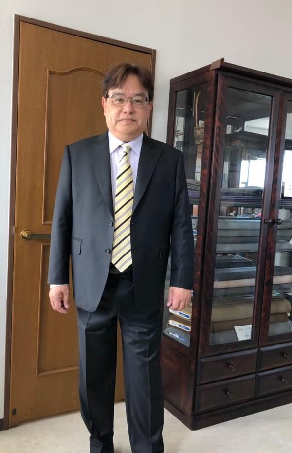 【静岡県三島市在住  鈴木勝博さま】チェルッティ社(伊)製生地で二つ釦シングルスーツをお仕立て