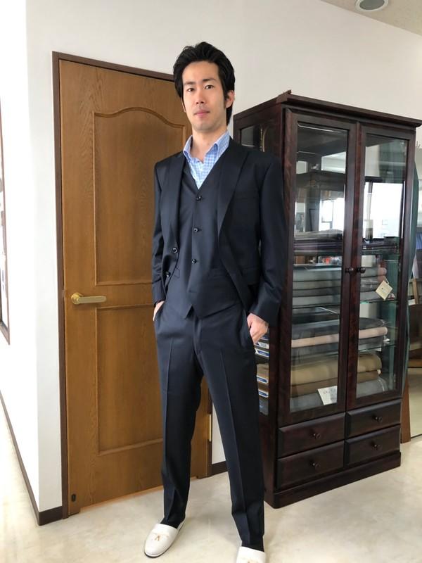 【神奈川県横浜市在住  MSさま】チェルッティ社(伊)・国産生地で二つ釦シングル三つ揃いスーツをお仕立て