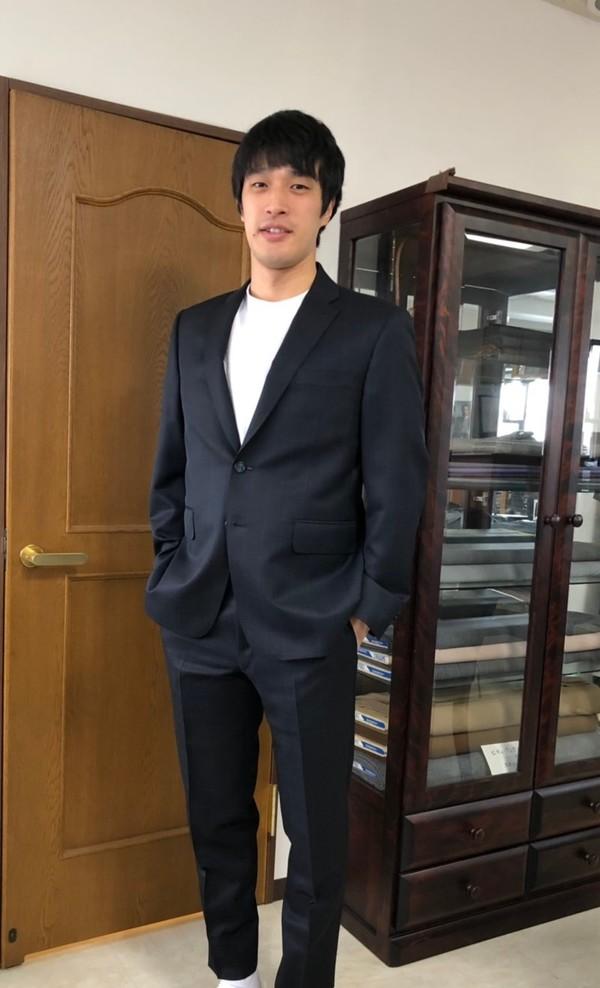 【東京都渋谷区在住  THさま】国産生地で二つ釦シングルスーツをお仕立て