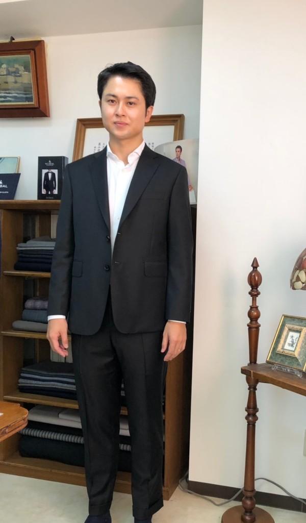 【神奈川県横浜市在住   DTさま】チェルッティ社(伊)製生地で二つ釦シングルスーツをお色違い2着お仕立て
