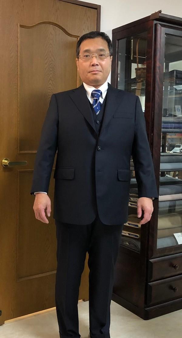 【東京都練馬区在住  TFさま】インポート(伊)生地で三つ釦段返りシングルスーツをお仕立て