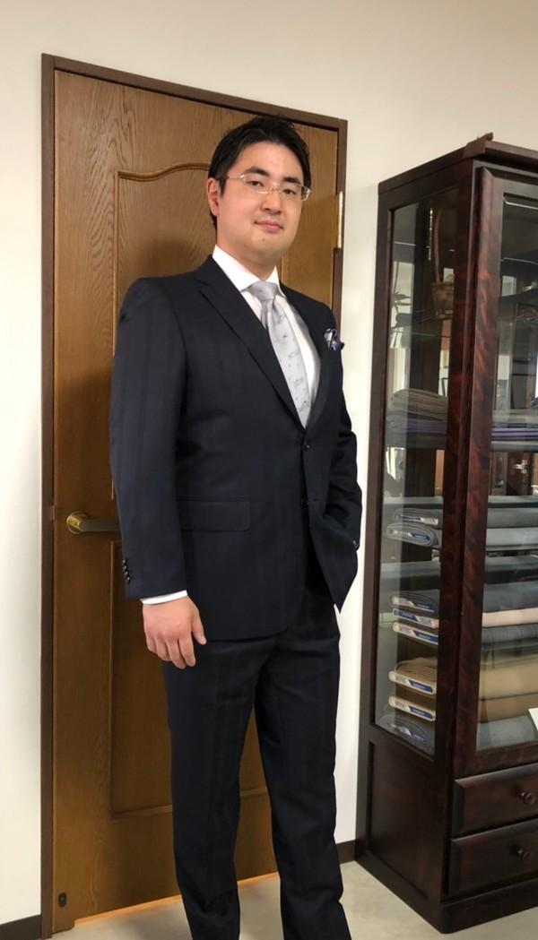 【東京都杉並区在住  白岩正行さま】国産生地で二つ釦シングルスーツをお仕立て