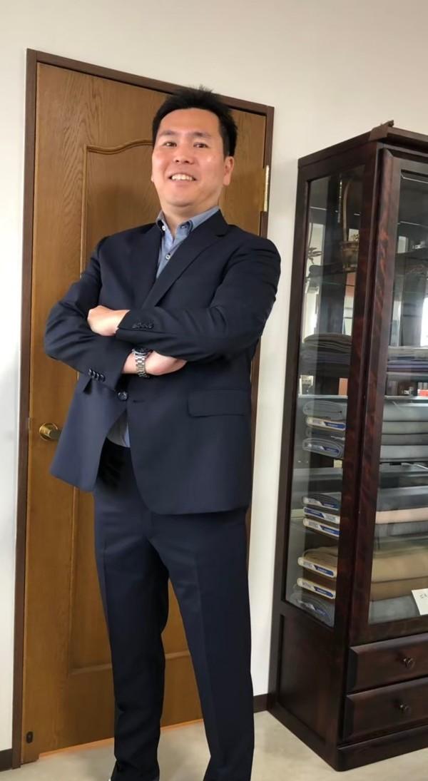【埼玉県新座市在住 中村仁さま】トレグノ社(伊)製生地で二つ釦シングルスーツをお仕立て