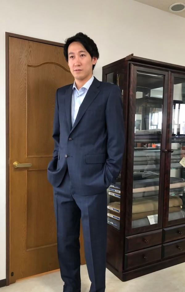 【東京都調布市在住  KCさま】国産生地で二つ釦シングルスーツをお仕立て