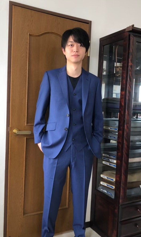 【東京都練馬区在住 KAさま】レダ社(伊)製生地で二つ釦シングル三つ揃いスーツをお仕立て