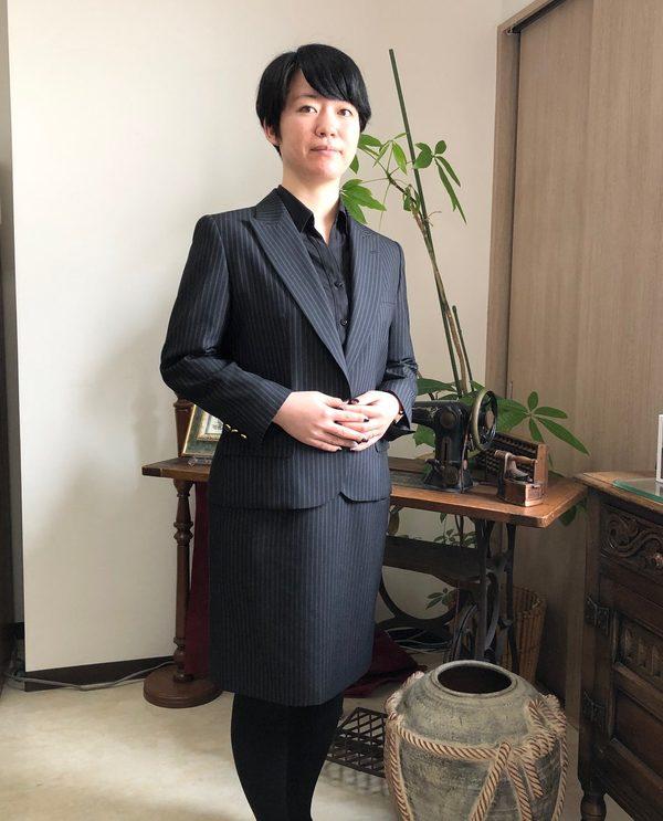 【神奈川県大和市在住 小舟美穂さま】国産生地で一つ釦シングル・レディーススーツをお仕立て
