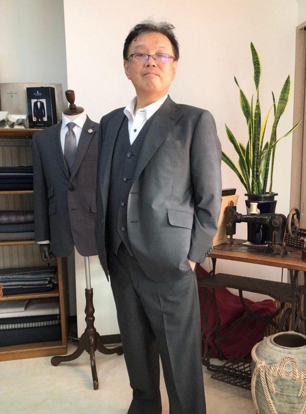 【東京都中野区在住 KOさま】国産生地でスペアパンツ付き二つ釦シングル三つ揃いスーツをお仕立て