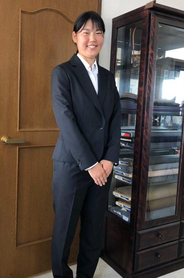 【東京都練馬区在住 AMさま】国産生地で一つ釦シングル・レディーススーツ/オーダーYシャツをお仕立て