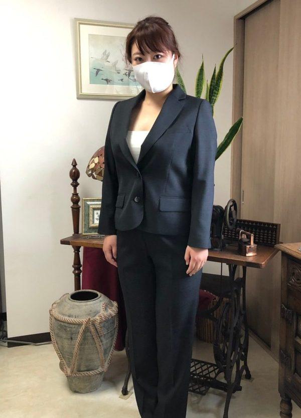 【東京都杉並区在住 MNさま】国産生地で二つ釦シングル・レディーススーツをお仕立て