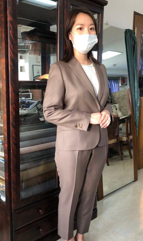 【東京都豊島区在住 YIさま】エルドン社(英)製生地で一つ釦シングル・レディースパンツスーツをお仕立て
