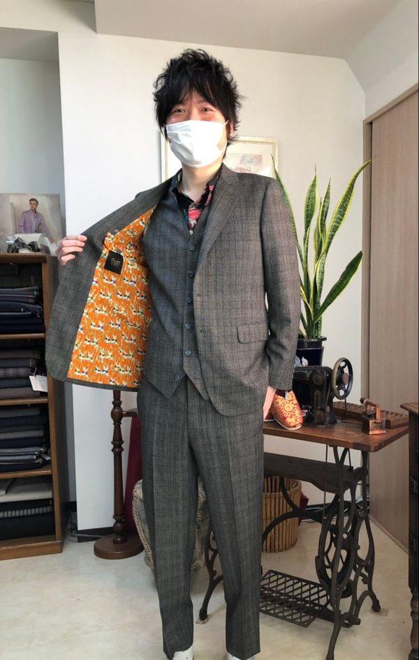 【神奈川県横浜市在住 HNさま】国産生地で二つ釦シングル三つ揃いスーツ/一つ釦シングル三つ揃いスーツをお仕立て
