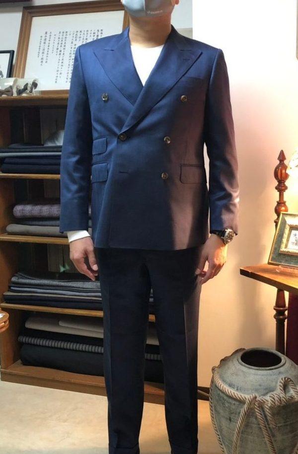 【東京都中野区在住 KTさま】Quaregna社(伊)製生地で六つ釦二つ掛けダブルスーツをお仕立て