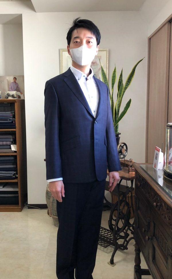 【東京都葛飾区在住 陳俊龍さま】(伊)製生地で二つ釦シングルスーツをお仕立て