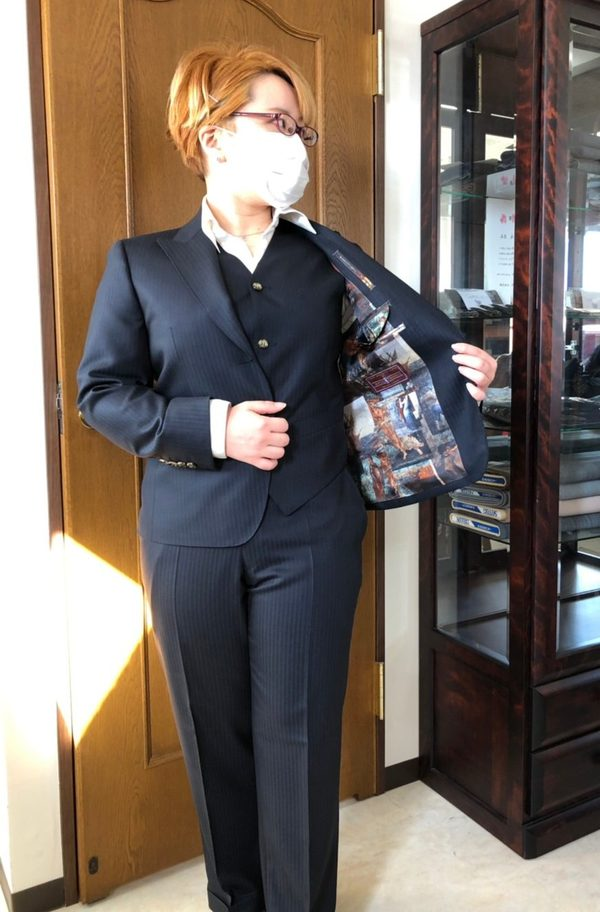【東京都荒川区在住 YSさま】バウアーローバック社(英)製生地で二つ釦シングル・レディースパンツスーツ(メンズ仕立て)をお仕立て