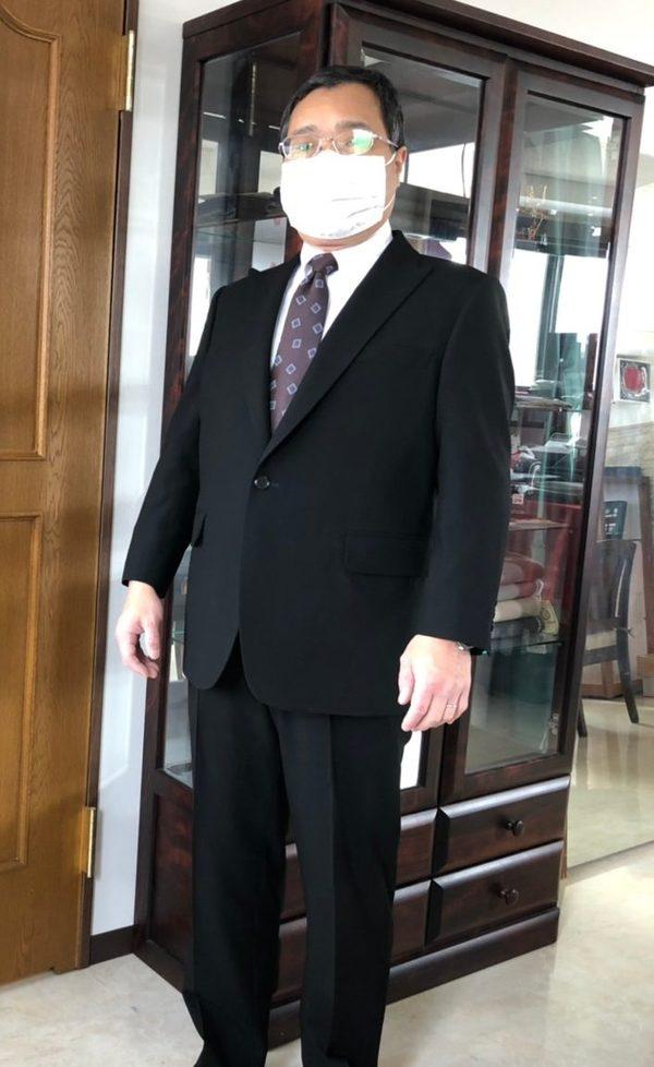 【東京都練馬区在住 TFさま】国産生地で礼服(拝み釦)/ セルッティ社(伊)製生地で二つ釦シングルスーツをお仕立て
