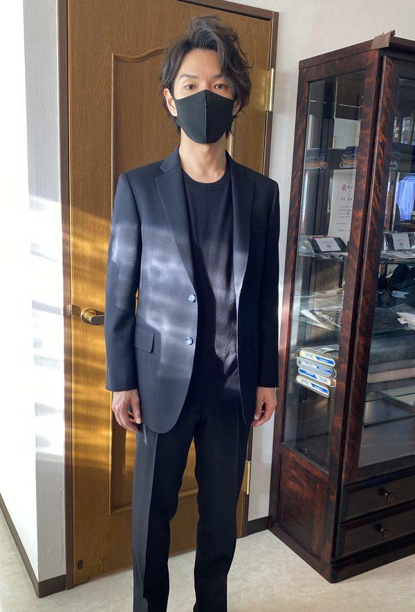 【東京都新宿区在住 大内友博さま】国産生地で二つ釦シングルスーツをお仕立て
