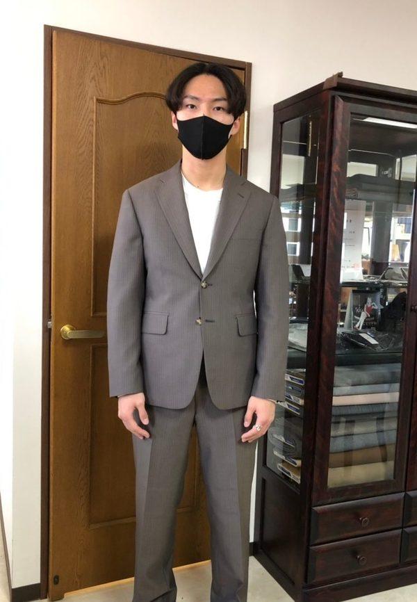 【神奈川県海老名市在住 西京佑馬さま】国産生地で二つ釦シングルスーツをお仕立て