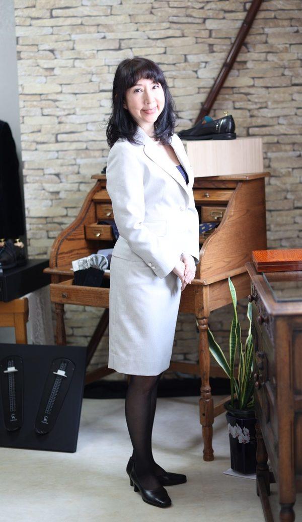 【東京都世田谷区在住 MKさま】国産生地で二つ釦シングル・レディーススーツをお仕立て